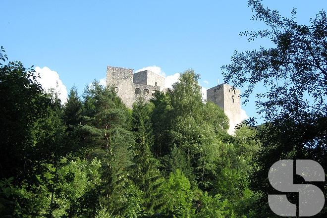 Die Burgruine in Strecno