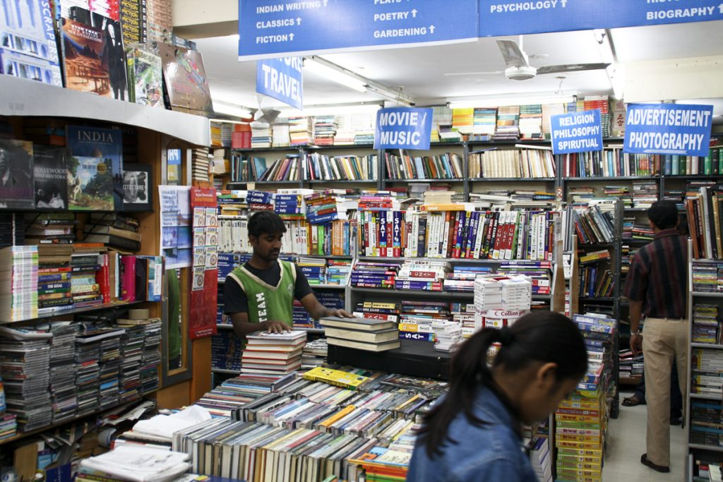 Aufgeräumt und Vollgestopft - Blossom Book House Bangalore
