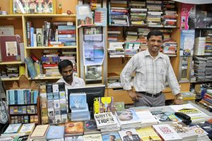 Tolle Inhaber - Blossom Book House Bangalore